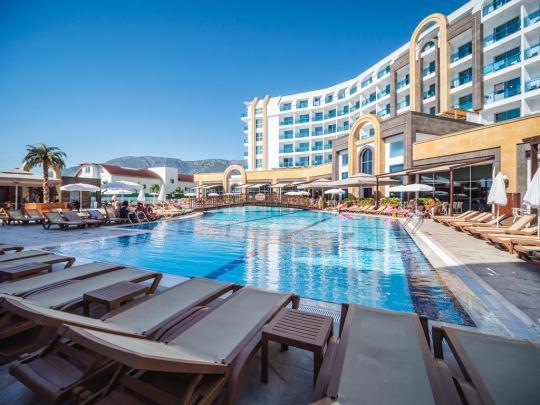 THE LUMOS DELUXE RESORT HOTEL 5*