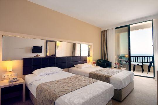 GOLDEN LOTUS HOTEL 4*